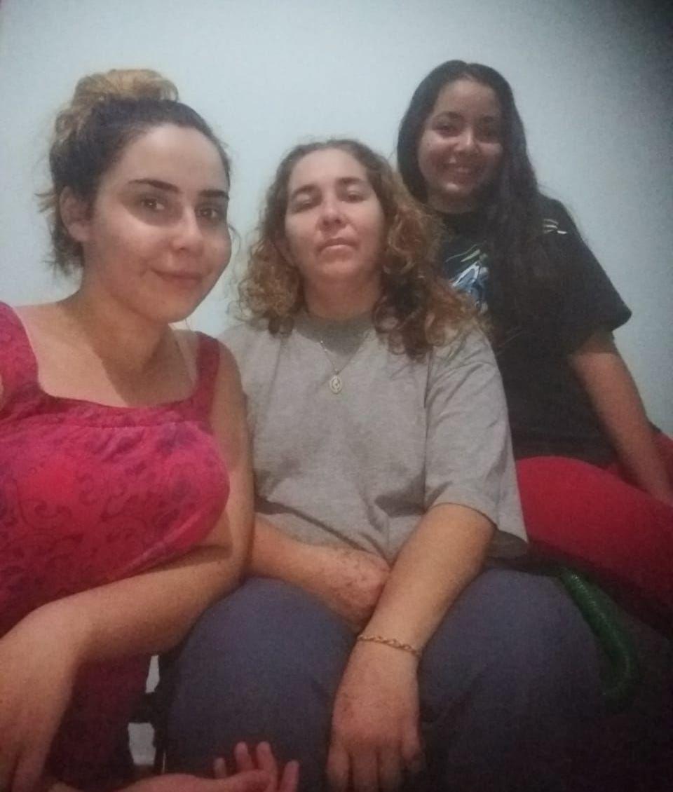 Estela mit Töchtern